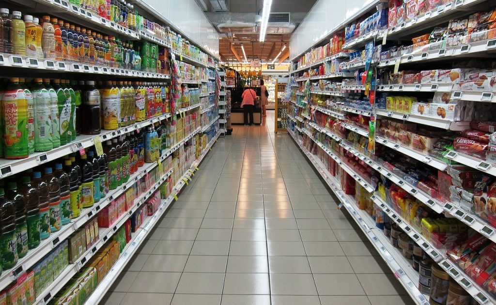 reparti di un supermercato che usano la tassonomia per classificare la merce